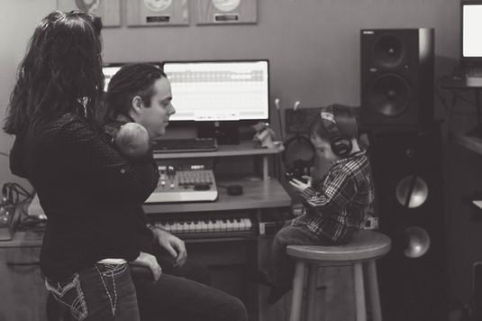 Fam in Studio