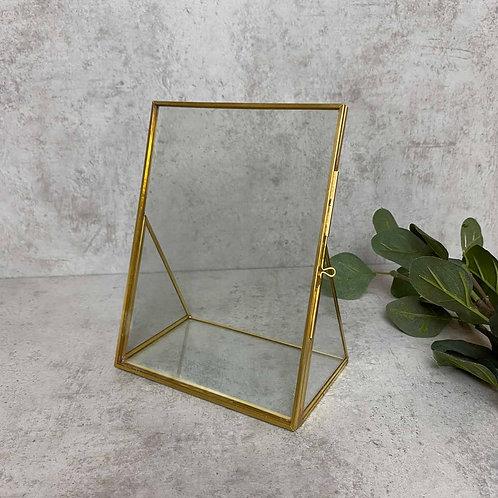 Goldener Bilderrahmen mit Glastürverschluss