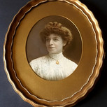 Oval Giltwood Picture Frame and Photograph