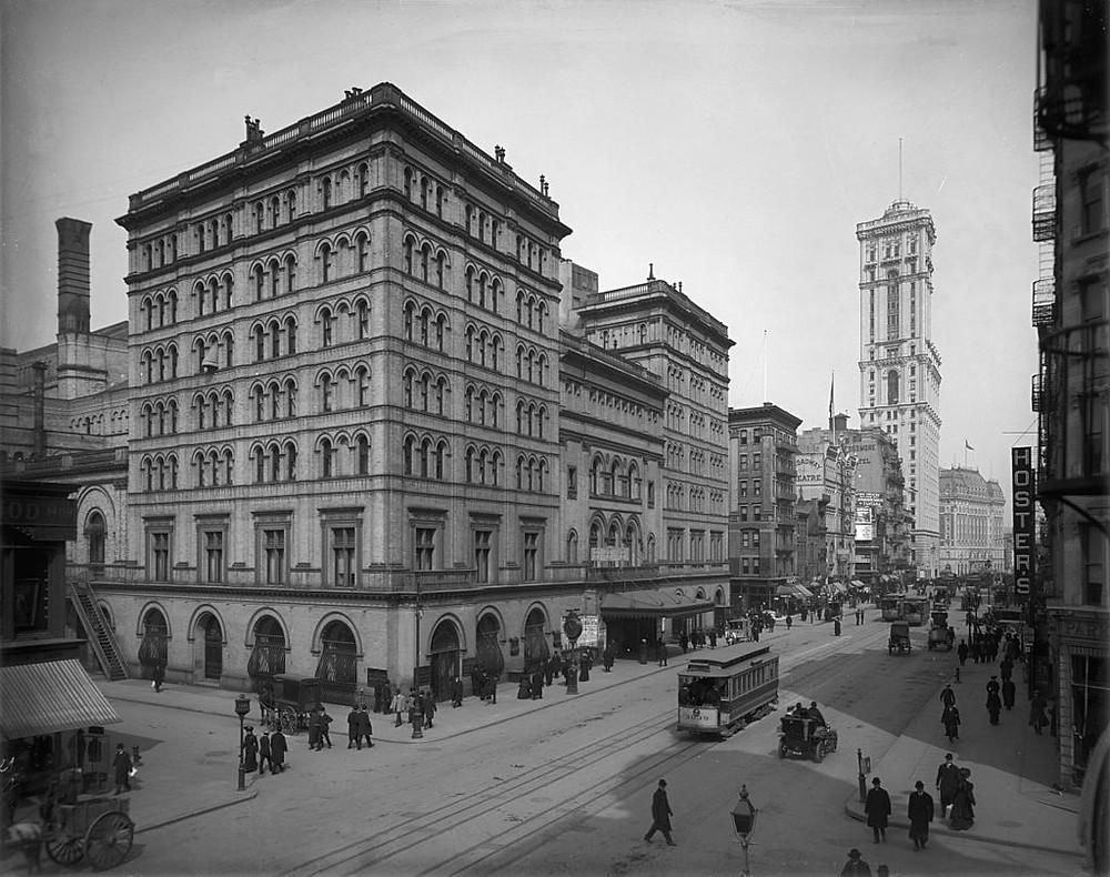 Old Metropolitan Opera House on Broadway, 1905
