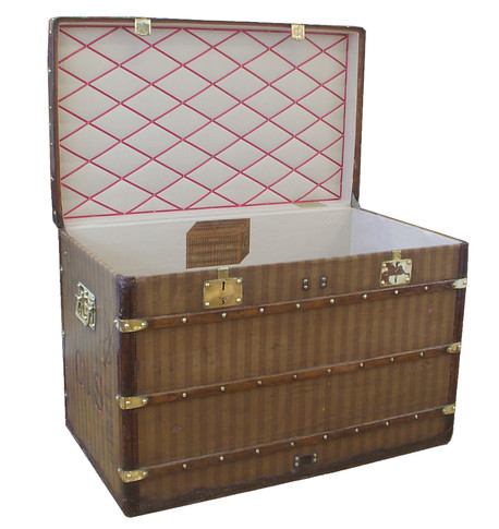 A Louis Vuitton Rayee large courier trunk