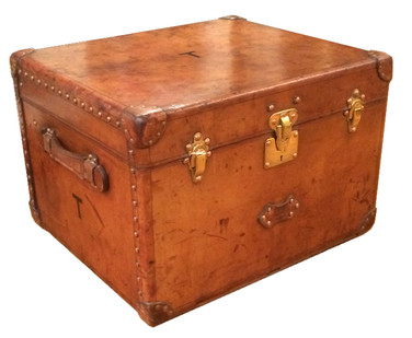 A Louis Vuitton leather accessory trunk
