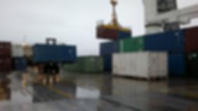 Kosovo-operaation materiaalikontten purku Rauman satamassa 2011
