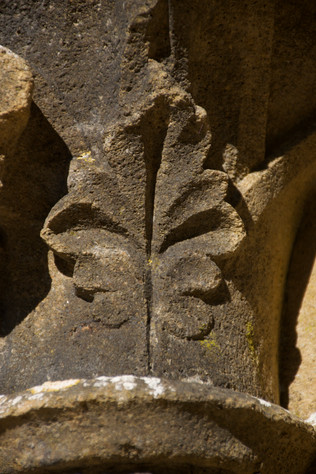 Abbaye d'Orval, ruines, chapiteaux_2 - 2021