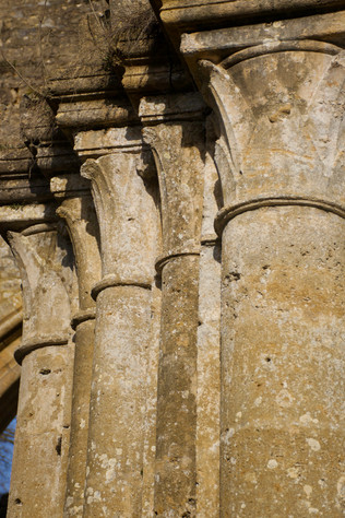 Abbaye d'Orval, ruines, chapiteaux - 2021