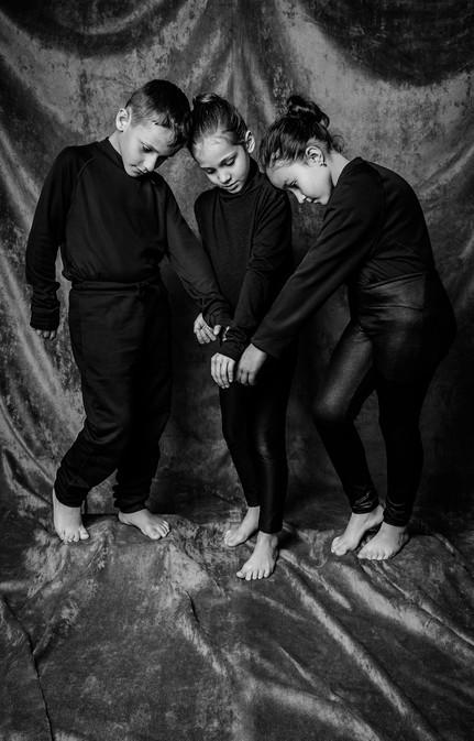 As três sombras -  Lucas Sacardueli Capela, Beatriz Diaz Gimenes, Ana Julia Hizume Buchignani