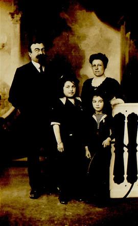 De gauche à droite : Antonin, Marie-Thérèse, Marthe et Paul (mon grand-père)