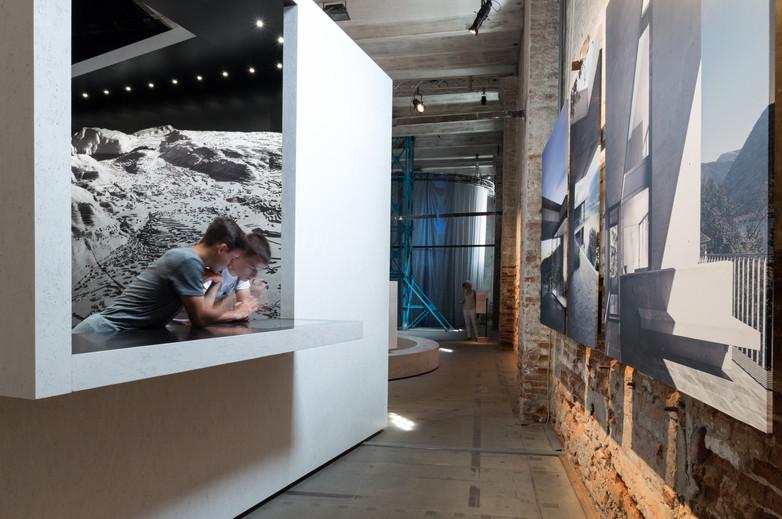 2 kids observe pavilion by Mario Botta Architetti at the Venice Biennale 2018