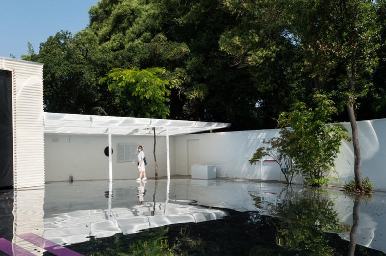 The reflective exterior garden of the Austrain pavilion at the Venice Biennale 2018