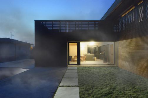 Prima casa passiva villa notte.jpg