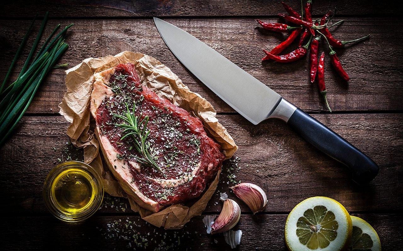 raw-beef-steak-on-rustic-wooden-table-Ge