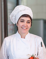 Kobieta kucharz z kapelusza