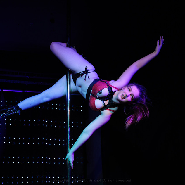 Rhiannxn at Pole Inferno 2017