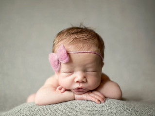 Akron Ohio Newborn Photographer [Baby Everly]