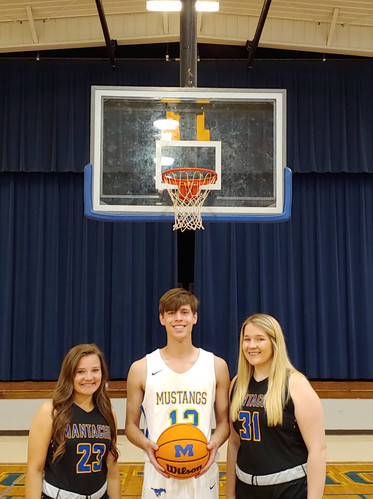 Basketball Seniors 2021.jpeg