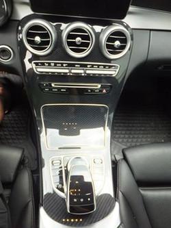 Mercedes Konsole Carbon Design