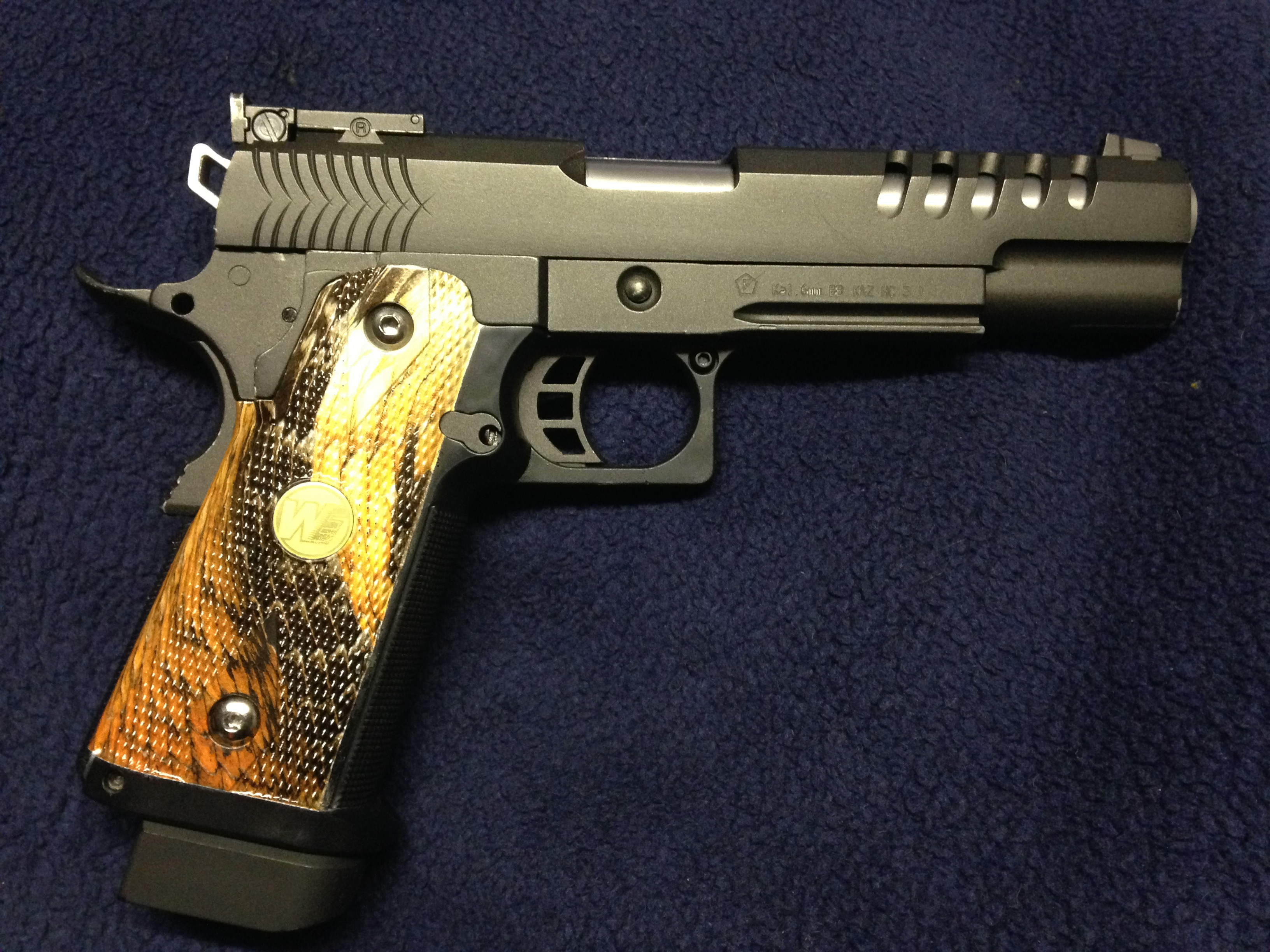 Pistole Griffschalen veredelt