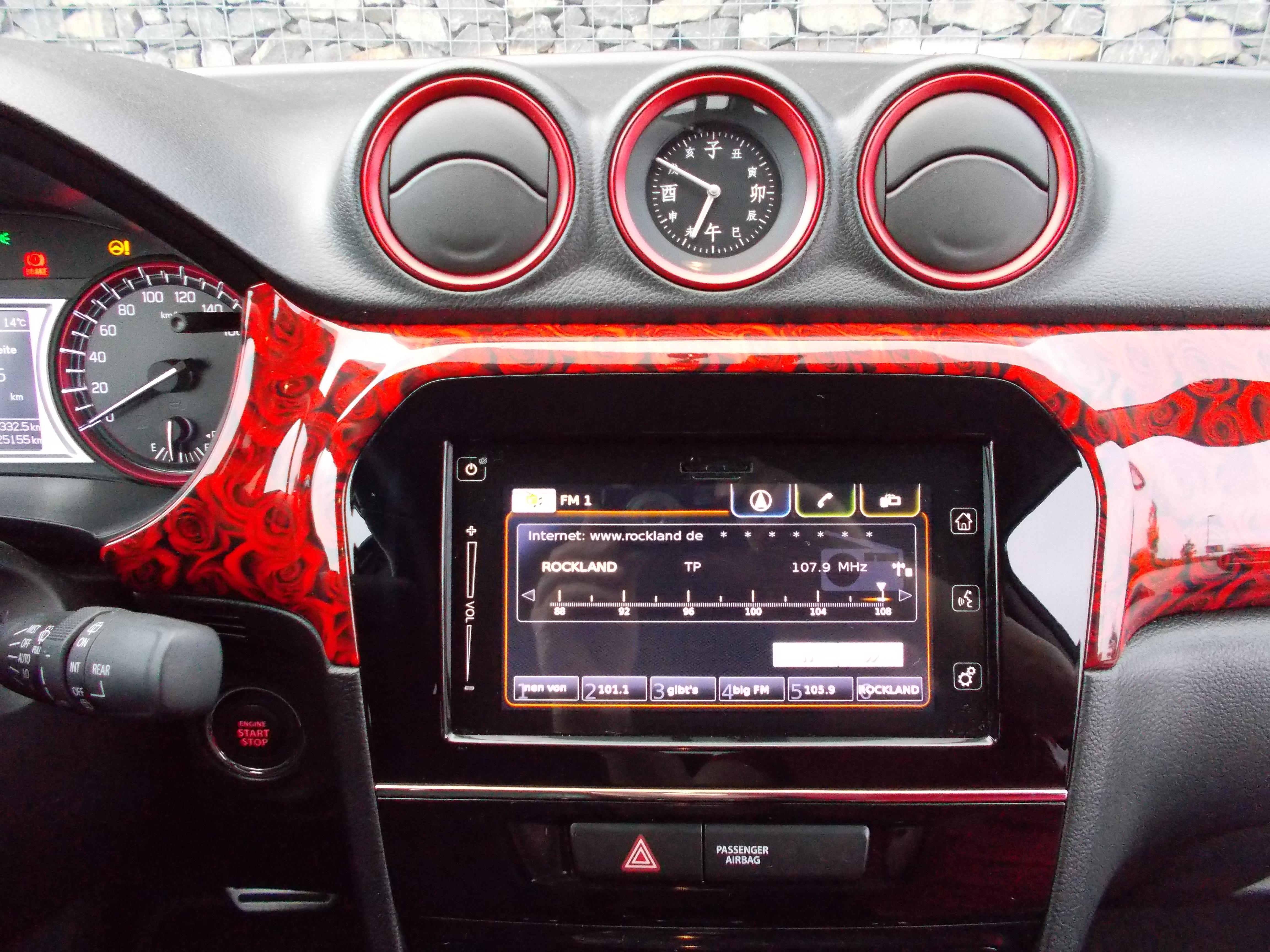 Suzuki Vitara Innenraum Rosen Design