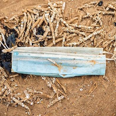 SOS: Menyelamatkan Lautan dengan Menggunakan Masker Pakai Ulang