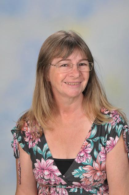 Mrs Denise Hunter