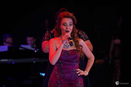Carla Barreto soprano - Six Singers Songs for Peace Show
