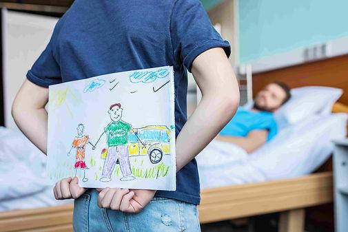 טיפול בפוסט טראומה - ילד עם אביו