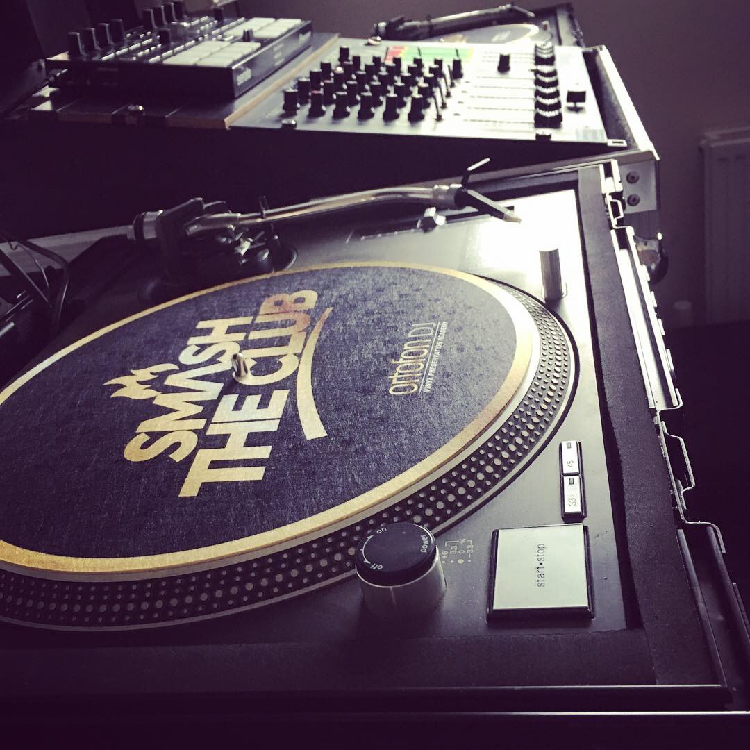 Serato Dj with Vinyl