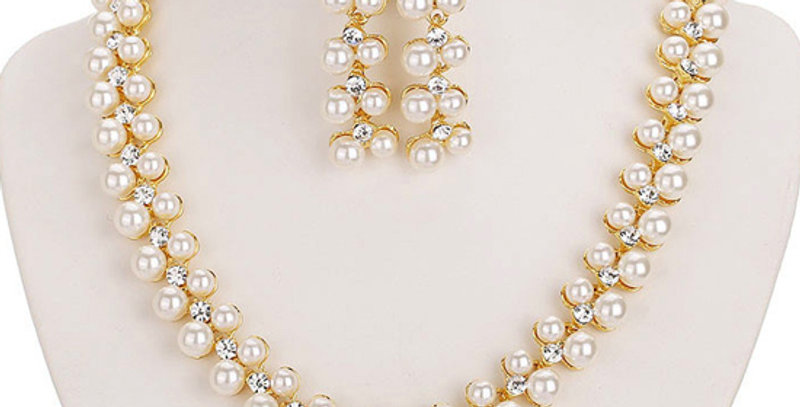 Pristine Pearl Pearl Studded 18K Yellow Gold Plated Alloy Jewellery Set
