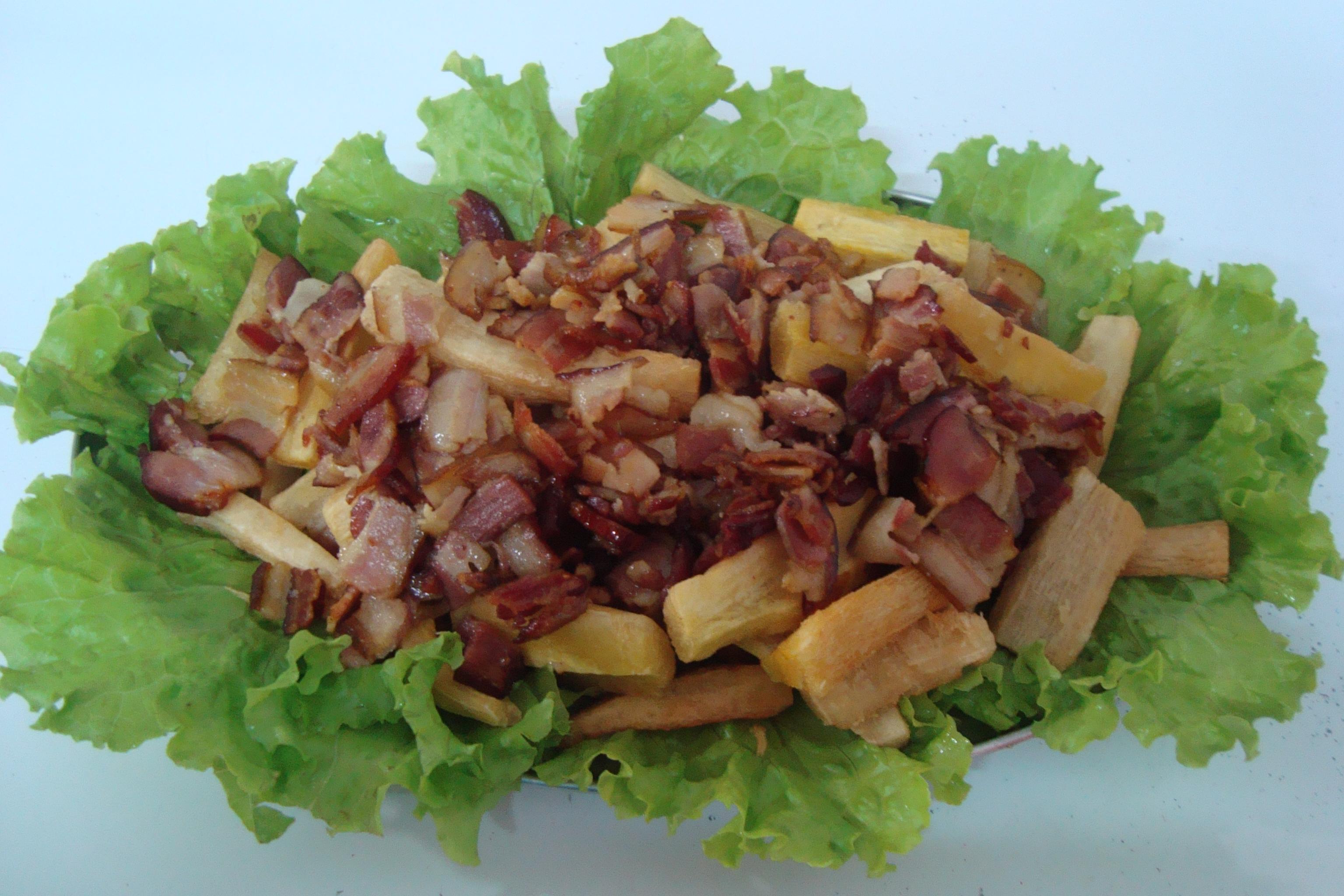 aipim com bacon