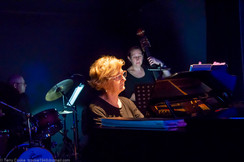 Robyn Bradley and band.jpg