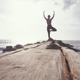 ¿Cómo planificar tu bienestar? Dos rutas desde Psicología y Yoga