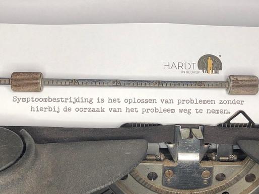 Symptoombestrijding is het oplossen van problemen zonder.....
