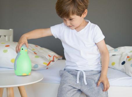 Pingviin Pam on unetreener-öölamp sinu lapse magamistoas