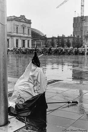 The broken Umbrella