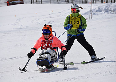 Mariela Meylan skiing downhill