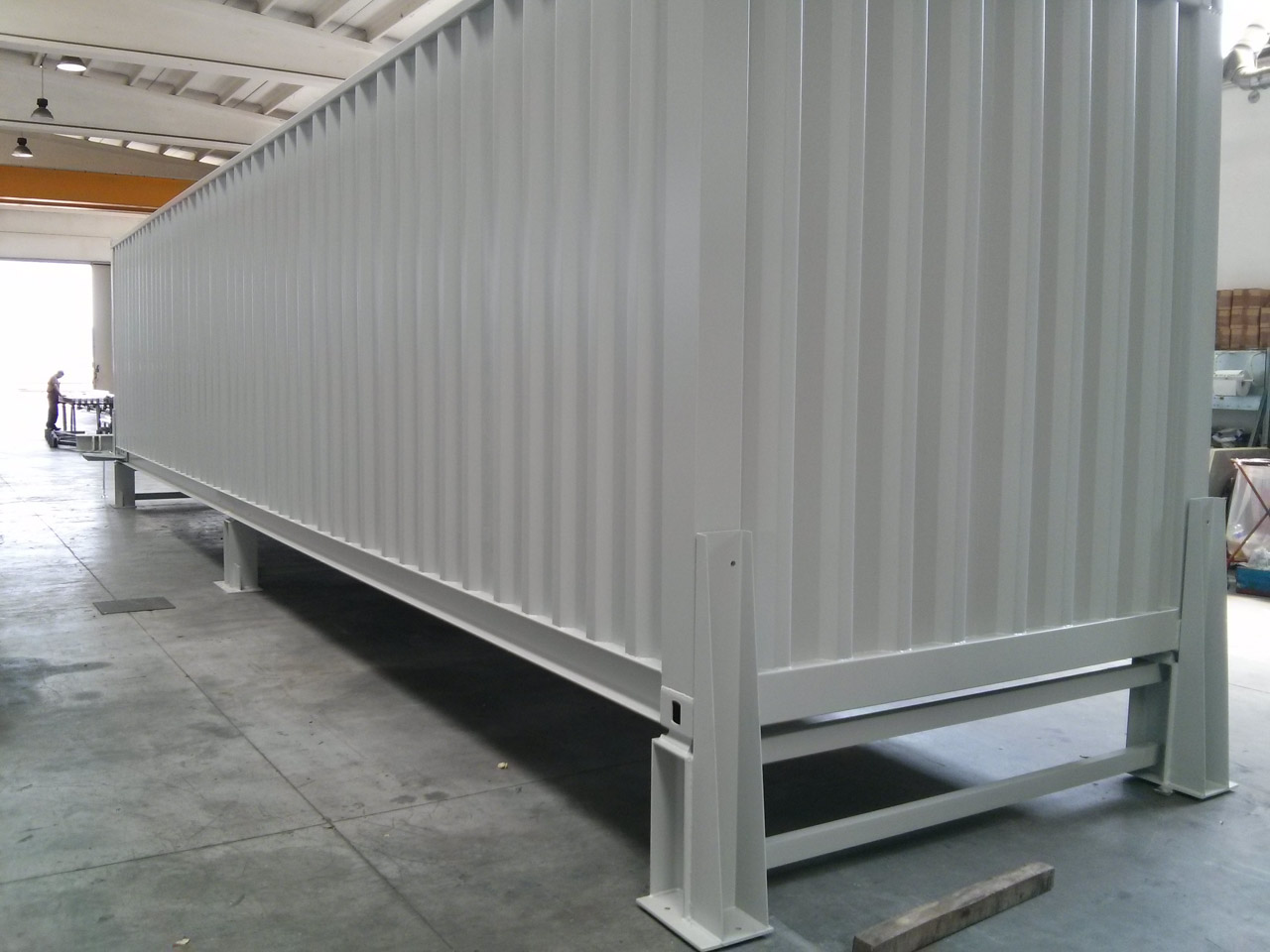 Container con piano mobile