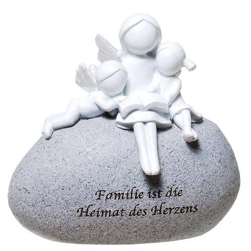 """Engel mit Kindern auf Stein """"Familie ist..."""