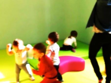 Un modo divertente per imparare l'INGLESE ad EducatioNest Movimento, Danza, Arte, Musica, Gioco e di