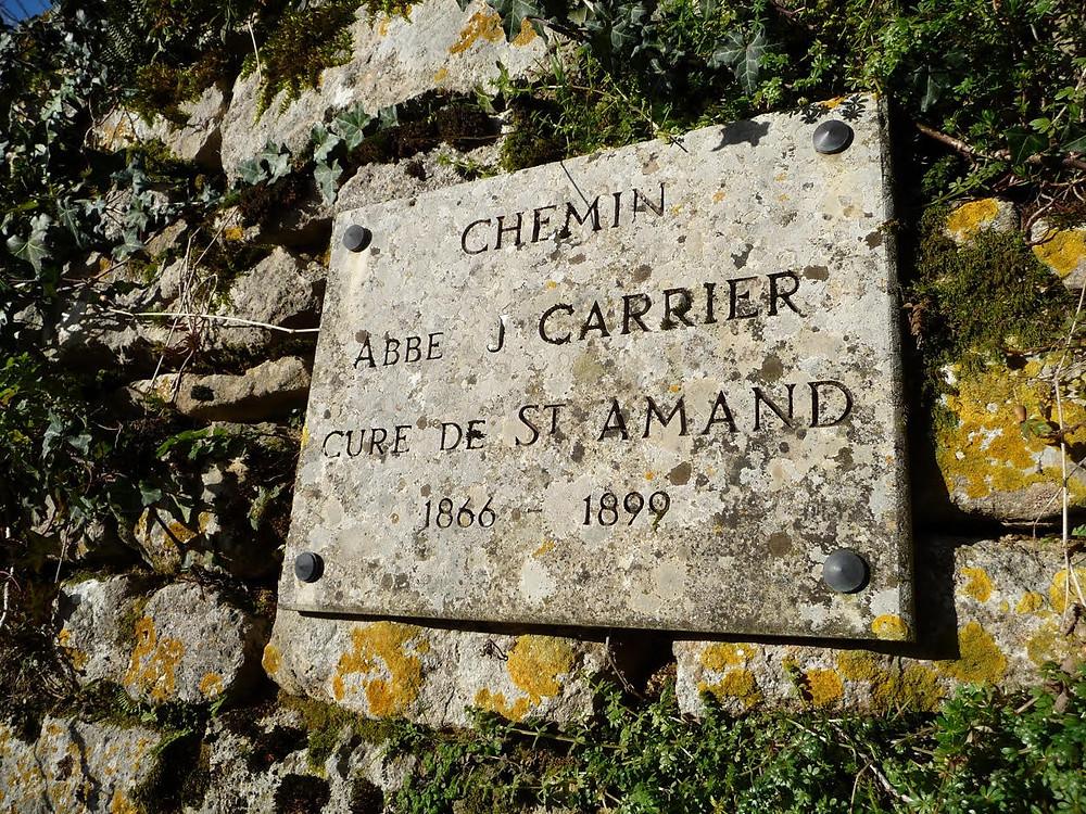 Photo plaque commémorative Chemin de l'abbé Carrier