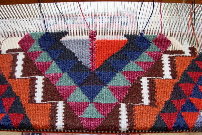 אריגה בנול- שטיח קילים צבעוני