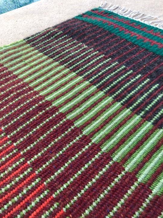 שטיח שארג שולי מצמר כבשים