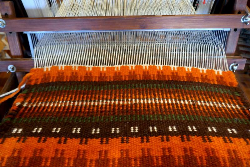 אריגת שטיח על נול Krokbragd