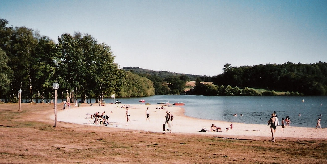 Lake Pardoux which has watersports, pedaloes, waterslide, go ape, restaurants and lots more