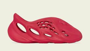 """Data de lançamento do adidas Yeezy Foam Runner """"Vermilion"""" no Brasil"""