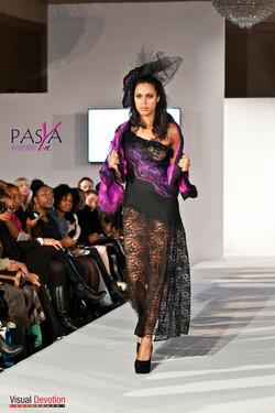 Model: Anita Jones