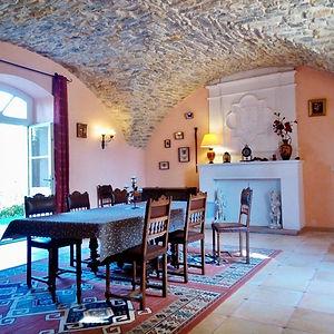 Salle à manger de la chambre d'hotes villa de labruguiere lacoste