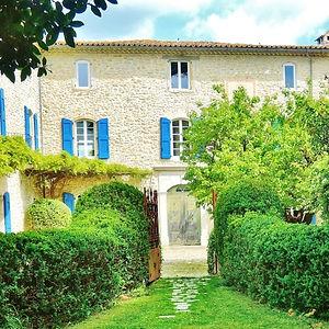 villa-de-labruguiere-lacoste-chambre-hot