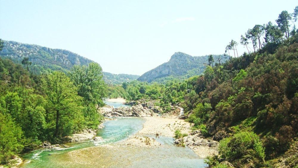 paysage de rivières et montagnes