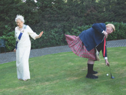 Trump & Queen Play Golf