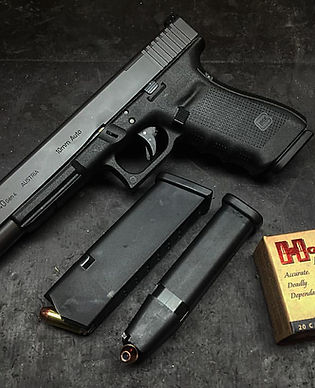 Glock  with two magaznes and ammunition